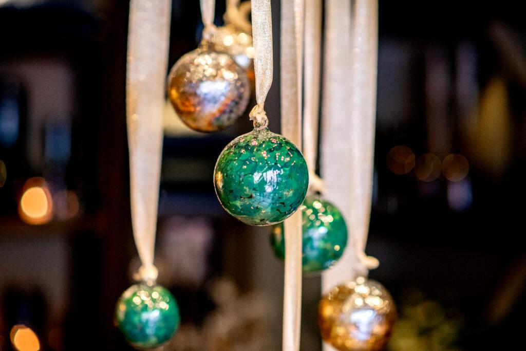 DutZ-deco_balls_green_luster_spots